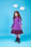 Sourire mignon de petite fille de robe de mode d'enfants d'enfants Photos stock