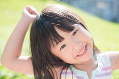 Sourire mignon heureusement photos libres de droits
