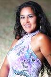 Sourire modèle de cheveux sud-américains de brune Image libre de droits
