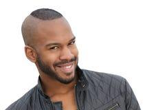 Sourire modèle masculin de jeune afro-américain beau Photographie stock libre de droits