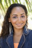 Sourire noir de femelle Photographie stock