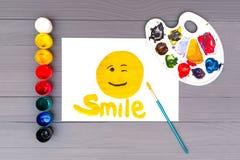 Sourire peint sur la feuille photographie stock