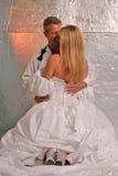 Sourire sexy de mariée et de marié photo stock