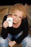 Sourire sincère et café Photos stock