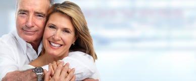 Sourire supérieur de couples photographie stock libre de droits