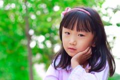 Sourires chinois de fille Photographie stock libre de droits