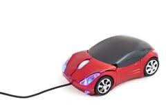 Souris d'ordinateur dans la voiture de sport rouge de jouet de forme Image stock