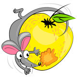 Souris de dessin animé mangeant la pomme. illustration Photographie stock libre de droits