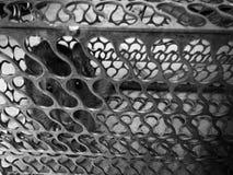 Souris emprisonnée dans une cage en métal photographie stock libre de droits