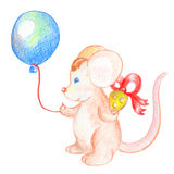 Souris mignonne avec le ballon et le cadeau Beau caractère animal Carte postale d'anniversaire avec la souris Image libre de droits