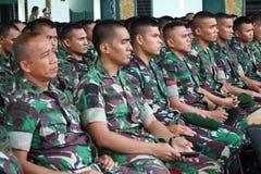 Sourit la police indonésienne photo libre de droits
