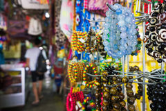 Sourvenir en el mercado filipino Kota Kinabalu fotografía de archivo