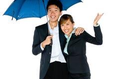 Sous des parapluies Images libres de droits