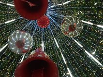 Sous l'arbre de Noël Images libres de droits