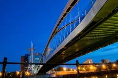 Sous la passerelle Manchester de millénium Photo libre de droits