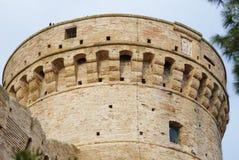 Sous la tour, Acquaviva Picena, Italie Images stock