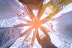 Sous la vue des gens d'affaires remet ensemble le concept Photos libres de droits