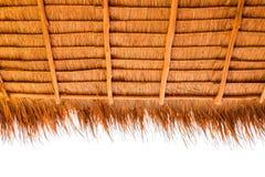 Sous la vue du toit couvert de chaume Image libre de droits