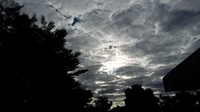 Sous le ciel image libre de droits