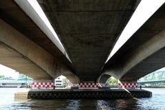 Sous le fond de pont photo stock