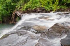 Sous le niveau de la cascade de Huayloung en parc de nation de Phujong Nayoy Photos libres de droits