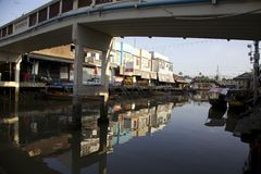 Sous le pont Photo stock