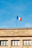 Sous-prefectuur en Vlag van het golven van Frankrijk stock afbeeldingen