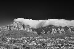 Sous une couverture des nuages photographie stock libre de droits