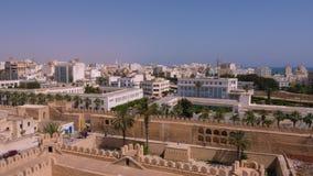 Sousse, Tunísia - 15 de junho de 2018 Cidade moderna de Sousse da vista panorâmica, Tunísia Fortaleza e construções de pedra na c vídeos de arquivo