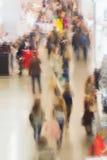 Soustrayez l'image brouillée des achats, les gens, exposition - exposition de foire commerciale Pour le fond, contexte, substrat Images libres de droits