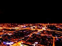 Soustrayez la vue aérienne brouillée de nuit de fond d'une grande ville Bokeh de panorama de paysage urbain la nuit Vue aérienne  images libres de droits