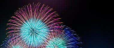 Soustrayez le fond coloré de feu d'artifice avec l'espace d'exemplaire gratuit pour le texte Concept coloré de célébration et d'a images stock