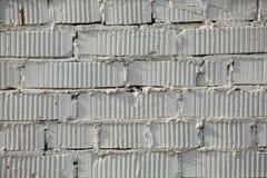 Soustrayez le vieux stuc souillé par texture superficiel par les agents gris-clair et avez vieilli le fond blanc de mur de brique photos libres de droits