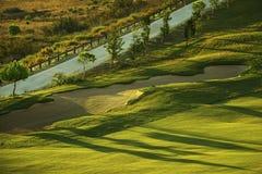 Soute de sable sur le terrain de golf au lever de soleil Photographie stock libre de droits