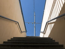 Souterrain d'aka de point de raccordement - avec les opérations et le ciel, Italie photographie stock