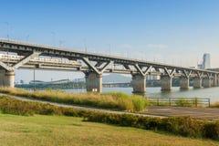 Souterrain et pont de Séoul chez Hanriver à Séoul, Corée du Sud Photographie stock