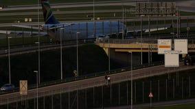 South African Airways acepilla en pista de rodaje almacen de metraje de vídeo