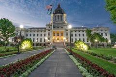 South Dakota huvudbyggnad på natten arkivfoton