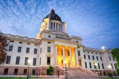 South- Dakotahauptgebäude nachts lizenzfreie stockfotos