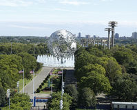 South gate at USTA Billie Jean King National Tennis Center and 1964 New York World s Fair Unisphere in Flushing Meadows Park Stock Photos