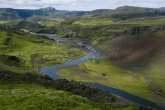 This is the Icelandic South highlands and is possible to hike in many hours.