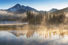 Free South Sister And Broken Top Reflect Over The Calm Waters Of Sparks Lake At Sunrise In The Cascades Range In Central Oregon, USA In Royalty Free Stock Image - 141244736