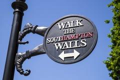Southampton-Stadtmauer-Zeichen stockbild