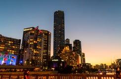 Southbank en Melbourne en la oscuridad foto de archivo libre de regalías