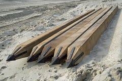 Southbourne, Bornemouth, Dorset, Inglaterra, opinião em novembro de 2017, de A da praia e defesas de mar novas que estão sendo co Imagens de Stock