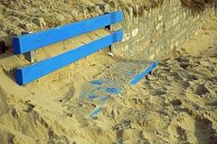 Southbourne, Bornemouth, Dorset, Inglaterra, opinião em novembro de 2017, de A da praia e defesas de mar novas que estão sendo co Foto de Stock Royalty Free