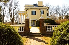 Southern Plantation. Mansion at Oatlands Plantation, Virginia.  Built in 1804 with several additions and modifications since then Stock Photos