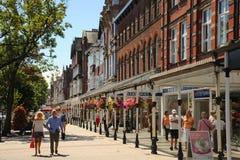 Southport för huvudsaklig gata blom- stad Merseyside Arkivfoton