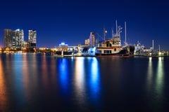 小游艇船坞在晚上在Southport,黄金海岸, QLD,澳洲 库存图片