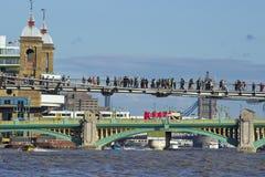 Southwark桥梁和千年桥梁,伦敦 免版税库存照片